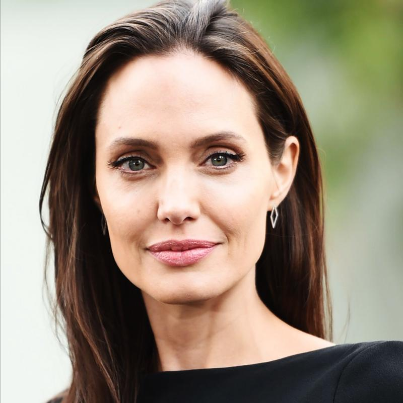 http://www.indiantelevision.com/sites/default/files/styles/smartcrop_800x800/public/images/tv-images/2018/02/28/Angelina-Jolie.jpg?itok=QHA2stCe