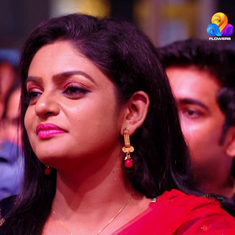 https://www.indiantelevision.com/sites/default/files/styles/smartcrop_800x800/public/images/tv-images/2018/10/06/Malayalam_market.jpg?itok=d8aEX7Yz