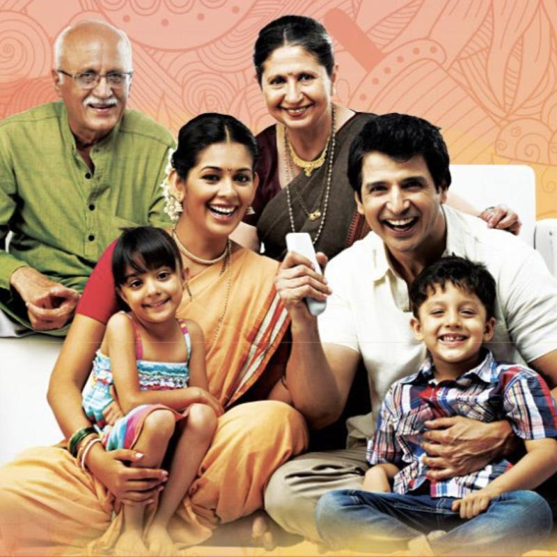 https://www.indiantelevision.com/sites/default/files/styles/smartcrop_800x800/public/images/tv-images/2018/10/24/family.jpg?itok=7HB2AnGQ
