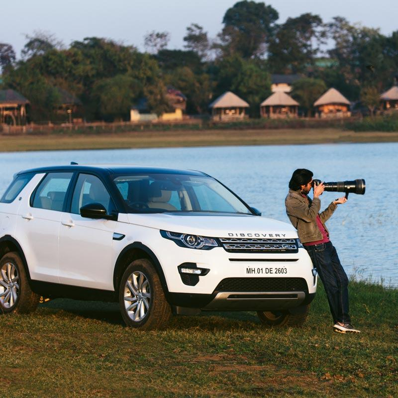 http://www.indiantelevision.com/sites/default/files/styles/smartcrop_800x800/public/images/tv-images/2019/02/12/land-rover.jpg?itok=nyysD4wm
