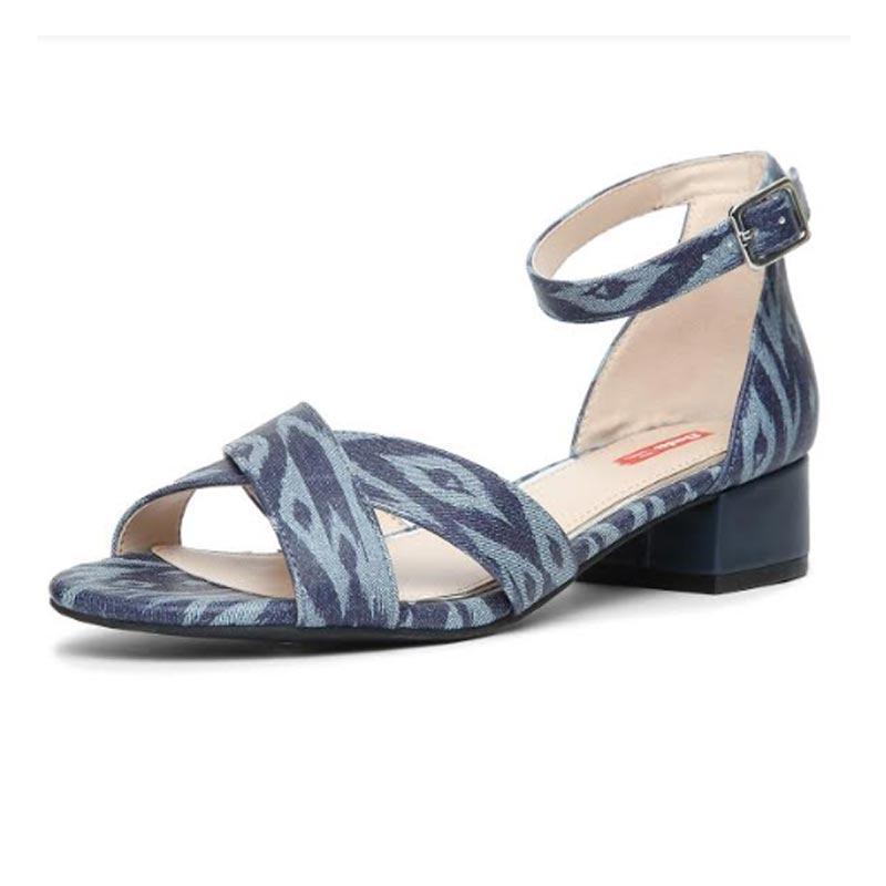 http://www.indiantelevision.com/sites/default/files/styles/smartcrop_800x800/public/images/tv-images/2019/03/18/shoes_0.jpg?itok=ReCZM79t