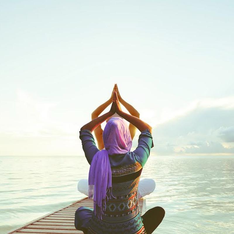 https://www.indiantelevision.com/sites/default/files/styles/smartcrop_800x800/public/images/tv-images/2019/07/22/yoga.jpg?itok=LfERk3aY