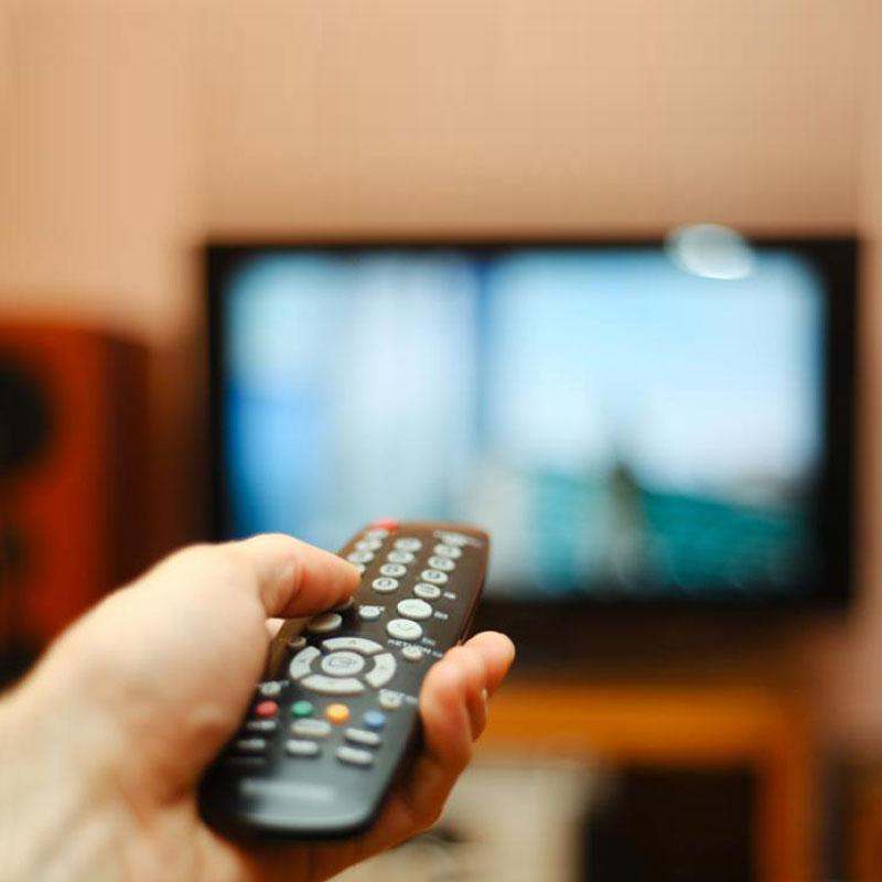 https://www.indiantelevision.com/sites/default/files/styles/smartcrop_800x800/public/images/tv-images/2019/08/21/TV-remote.jpg?itok=bXVl820Q