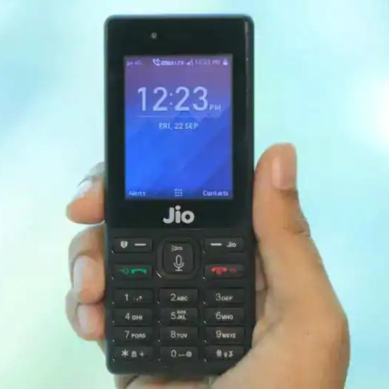 https://www.indiantelevision.com/sites/default/files/styles/smartcrop_800x800/public/images/tv-images/2019/10/26/JioPhone.jpg?itok=vZ6mqngj