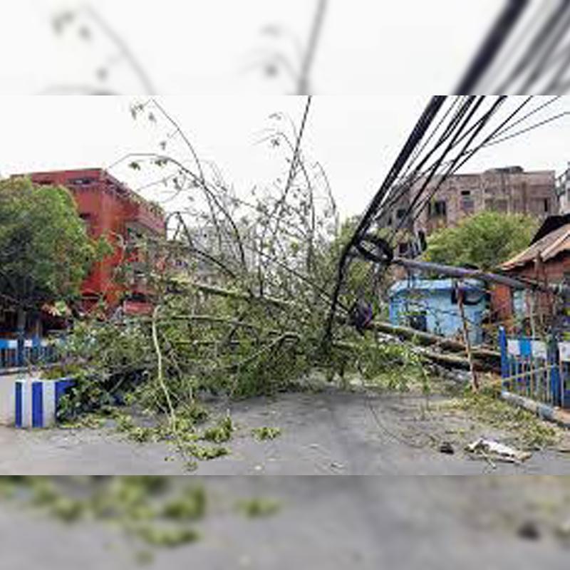 https://www.indiantelevision.com/sites/default/files/styles/smartcrop_800x800/public/images/tv-images/2020/06/20/cyclone%20Amphan.jpg?itok=SeAFOaq4