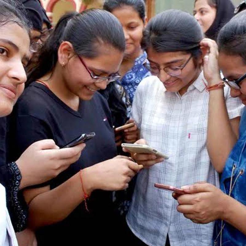https://www.indiantelevision.com/sites/default/files/styles/smartcrop_800x800/public/images/tv-images/2020/12/14/mobile-report.jpg?itok=ufP-bI4W